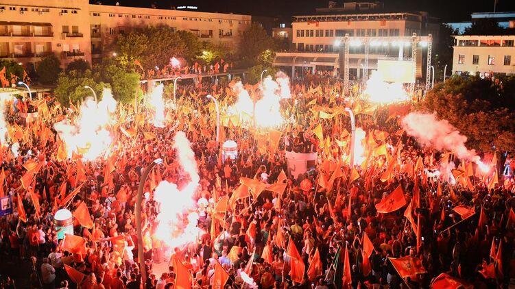 В столице Черногории  прошла многотысячная  уличная акция