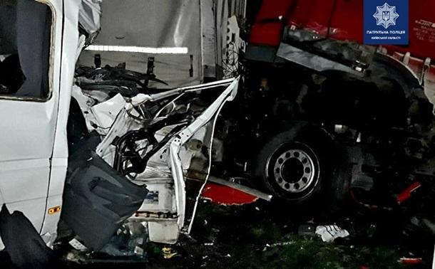 В Киевской области произошло крупное ДТП, погибло 5 человек