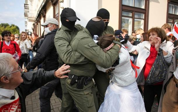 Силовики  задержали в Минске около 250 участников акций протеста