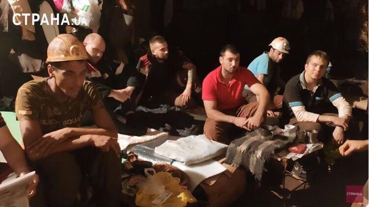 Шахтеры устроили бессрочный протест под зданием Рады