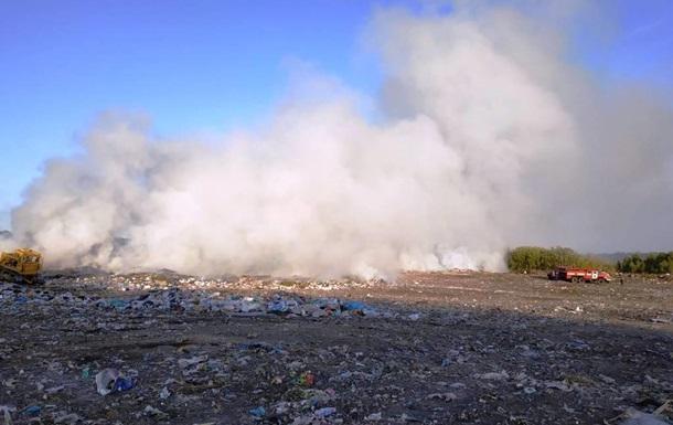 В Овруче вспыхнул крупный пожар на свалке
