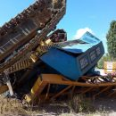 В Харькове перевернулся строительный кран, водитель госпитализирован