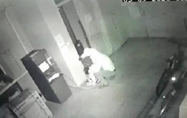 В Днепропетровской задержали подрывников банкоматов