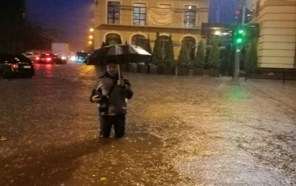 Непогода в Тернополе: ливень затопил улицы