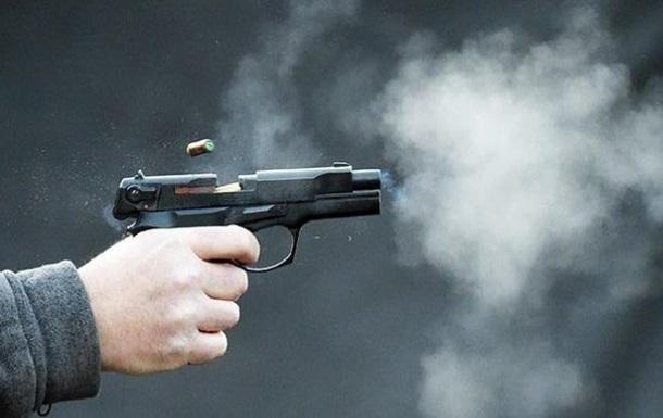 В Днепре неизвестный выстрелил из пистолета в двух братьев