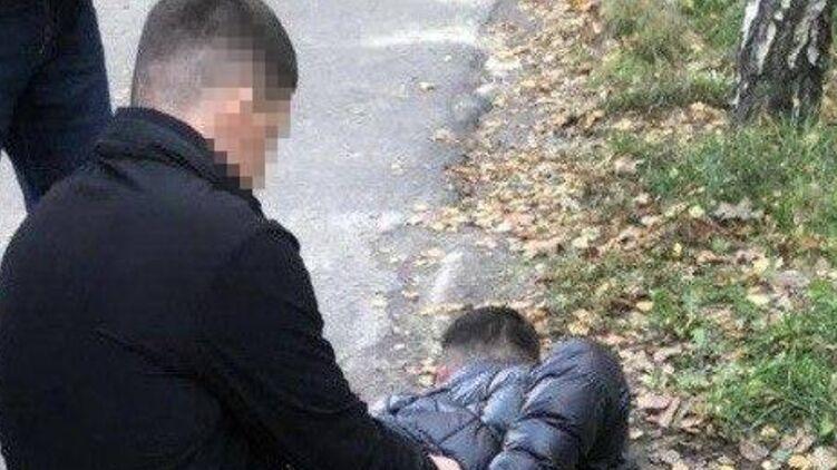 В Киевской области полицейский вымогал 4 000 долларов у задержанного
