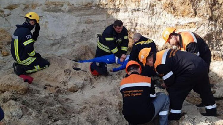 В Николаеве под песчаным оползнем погиб ребенок