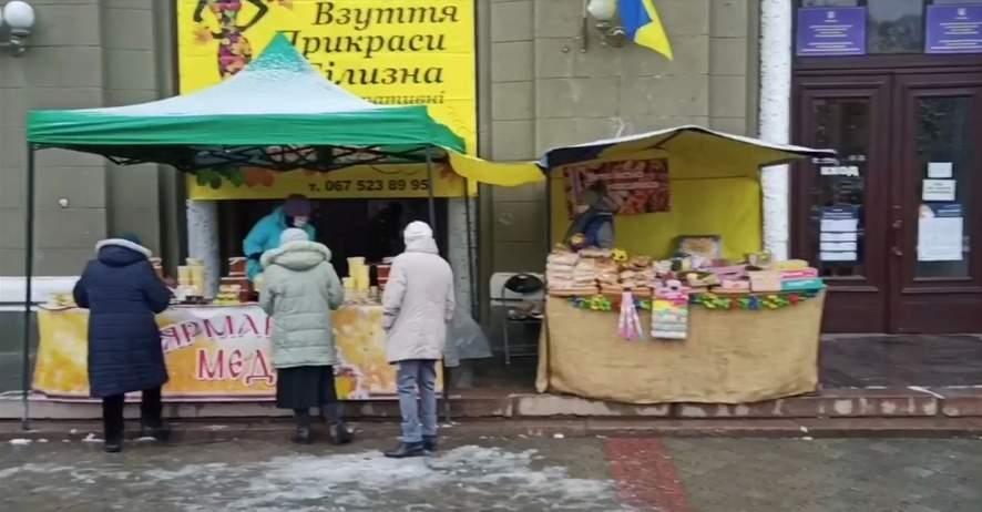 Выборы в Днепре: Возле участка раздают бесплатную еду (ВИДЕО)