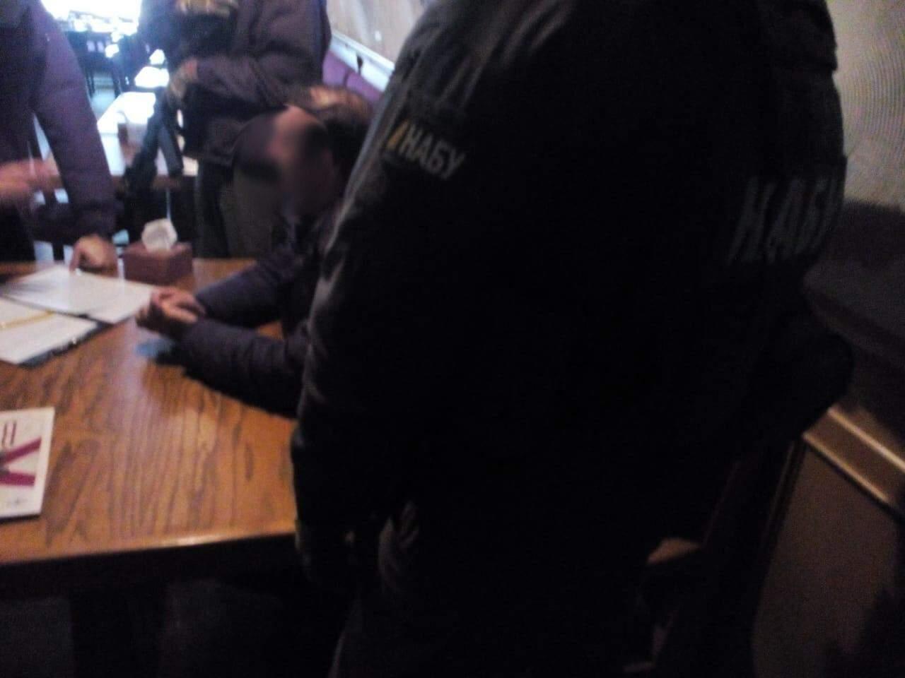 НАБУ арестовали в Николаеве чиновника который пытался купить должность