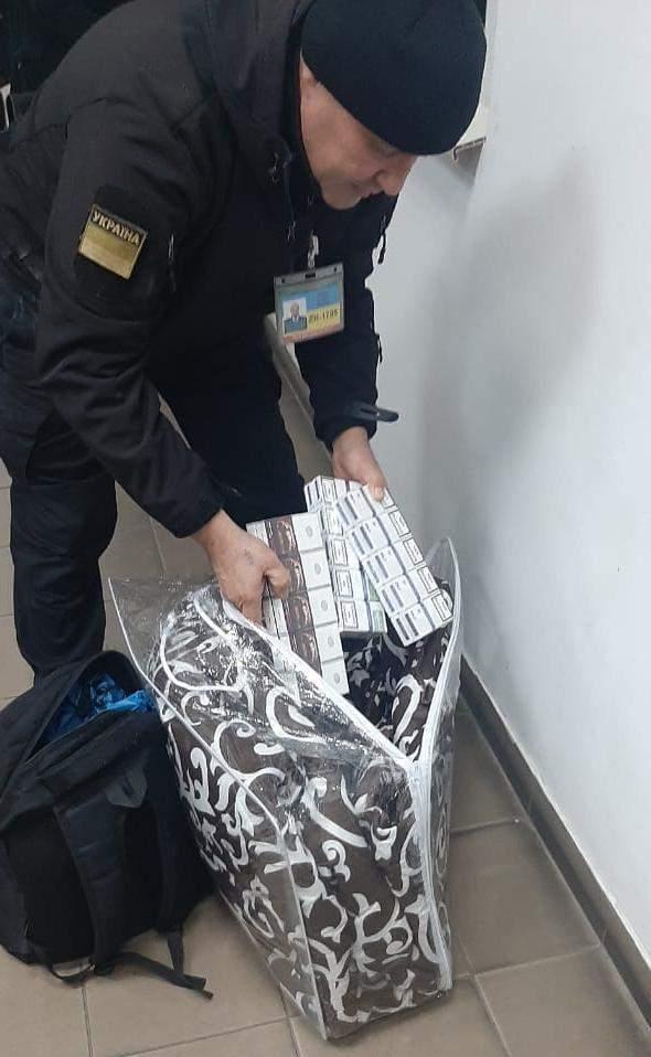 Контрабанда сигарет на границе с Румынией через ПП