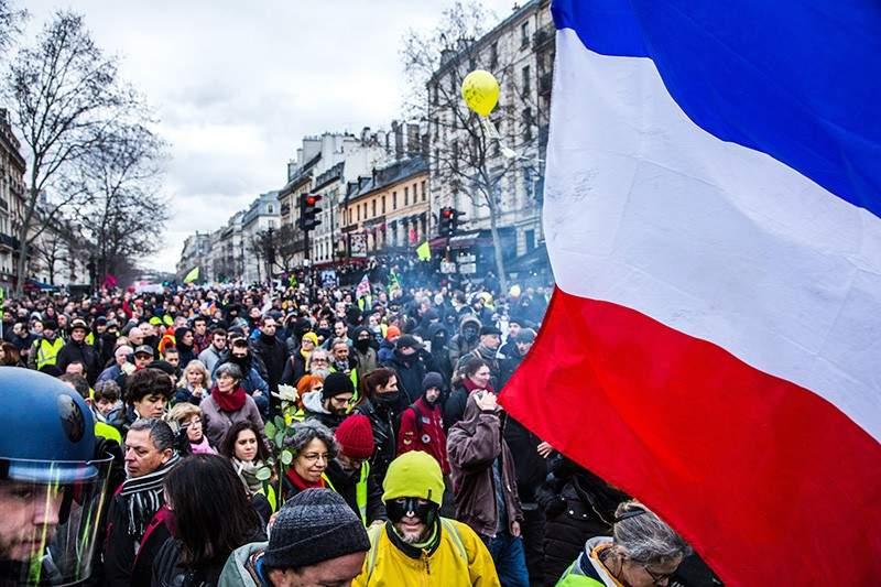 Во Франции массовые протесты переросли в беспорядки (ВИДЕО)