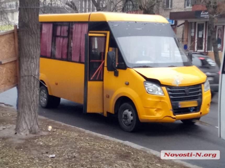 ДТП в Николаеве: маршрутка столкнулась с легковой машиной