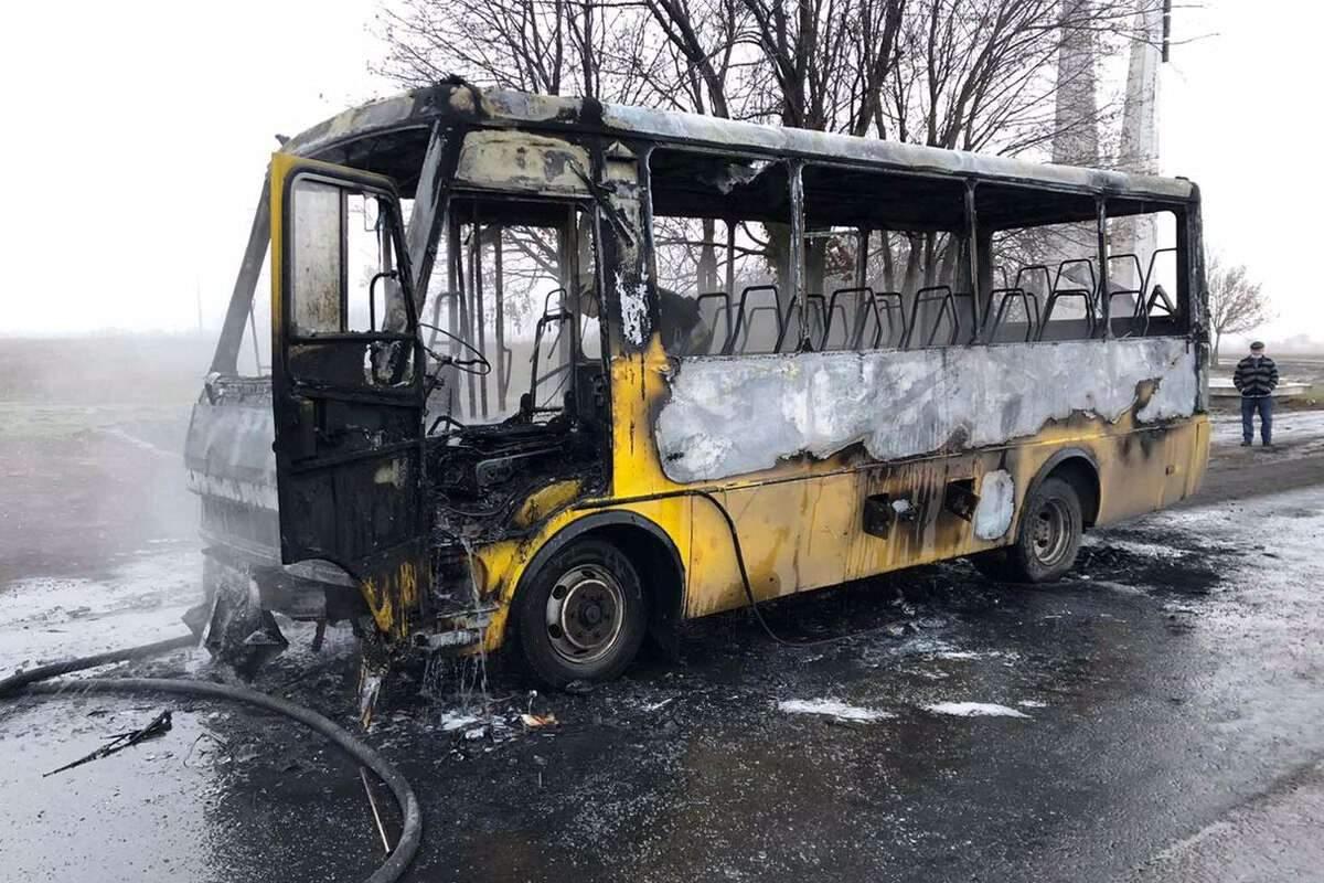 Под Днепром полностью сгорел автобус (ФОТО)