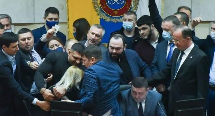 Офис Президента остро реагирует на происходящее в Одесском областном совете