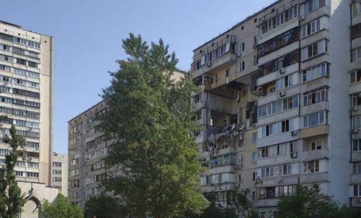 Пол года от трагедии: как живут жильцы дома-химеры?(ВИДЕО)