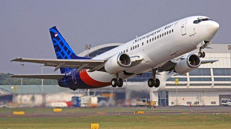 В Индонезии произошло крушение самолета