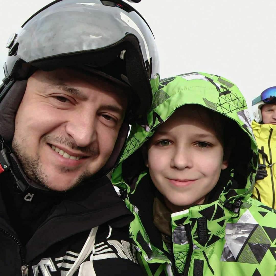 Пока в Украине карантин, Зеленский отдыхает в Буковеле (ФОТО)