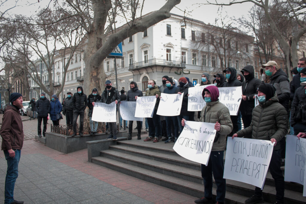 Рейдерский захват на юге области: одесским прокурорам пригрозили массовым Майданом (фоторепортаж)