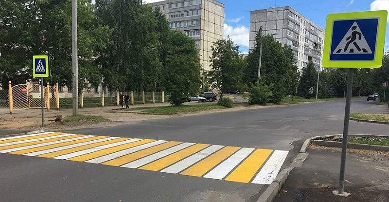 ДТП в Николаеве: водитель авто чуть ли не сбил человека с ребенком (ВИДЕО)