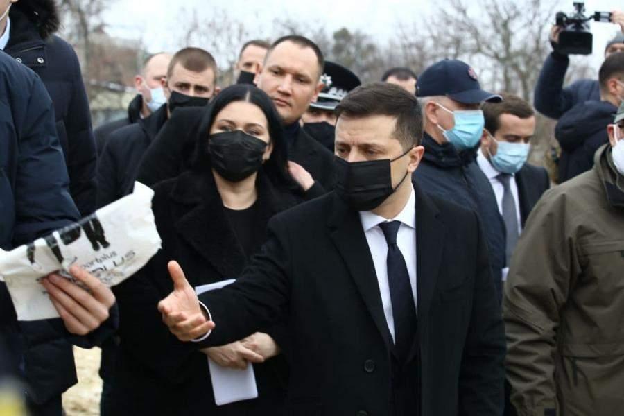 Зеленского раскритиковали за поездку в Харьков