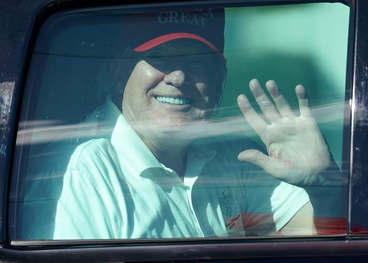 После ухода с поста президента США, Трамп играл в гольф - СМИ