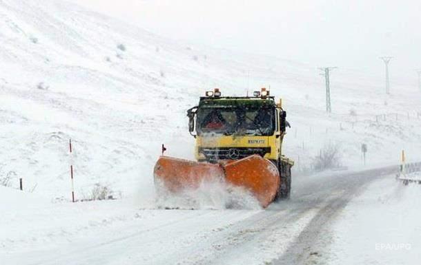 Непогода в Украине: Как местные власти боролись со снегопадами?