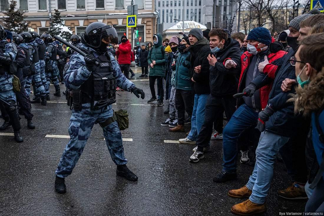 В России проходят массовые протесты в поддержку Навального: более тысячи человек задержаны