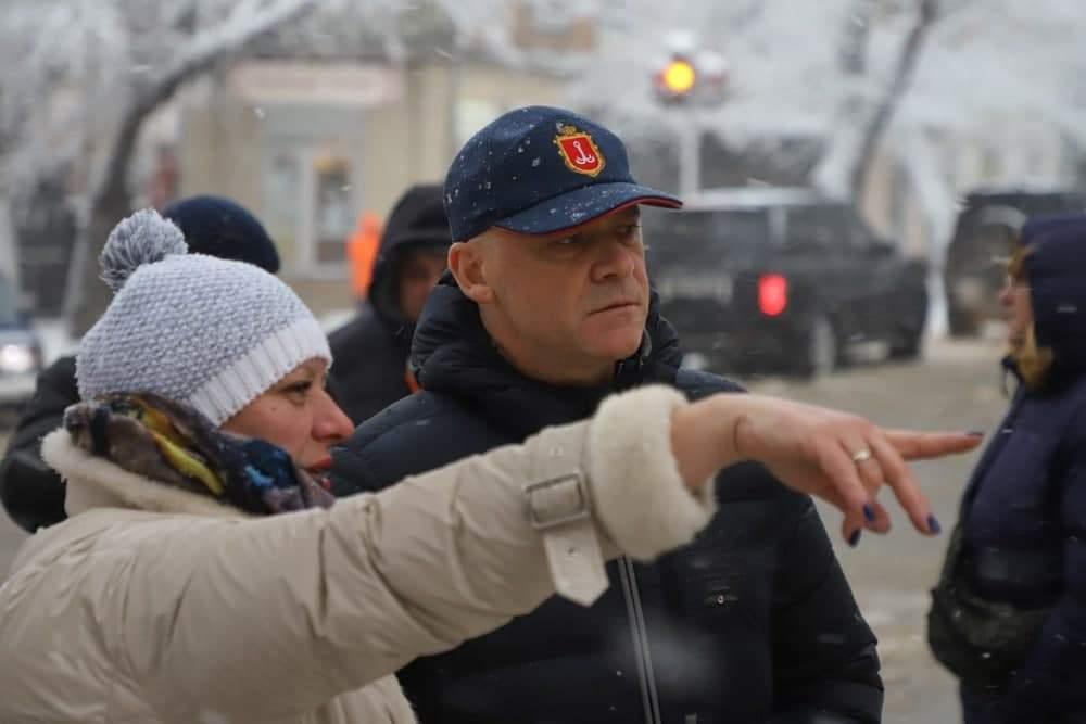 В Одессе устраняют последствия метели