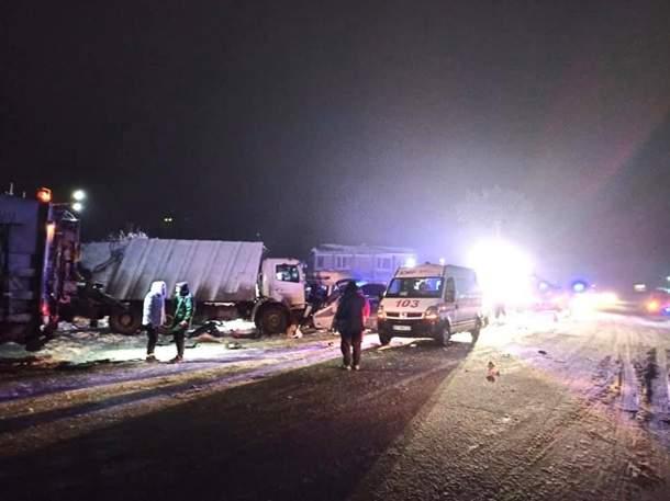Страшная авария на Прикарпатье: есть жертвы и пострадавшие (ФОТО)