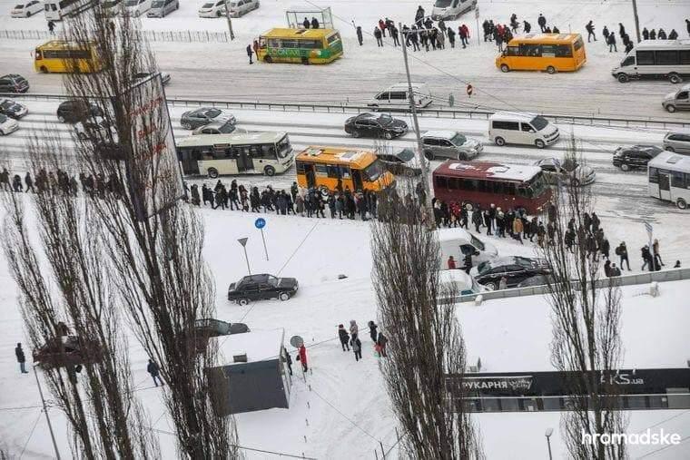 Украину засыпает снегом: на дорогах наблюдаются сложности (ВИДЕО)