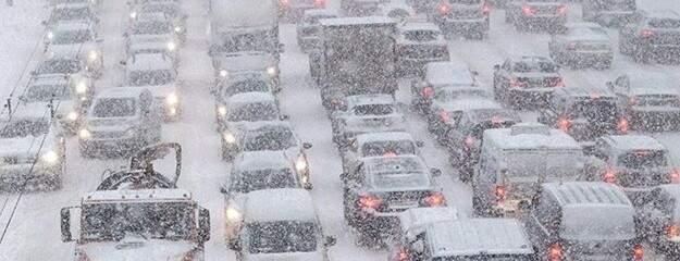 В Киеве из-за снегопада образовались большие пробки