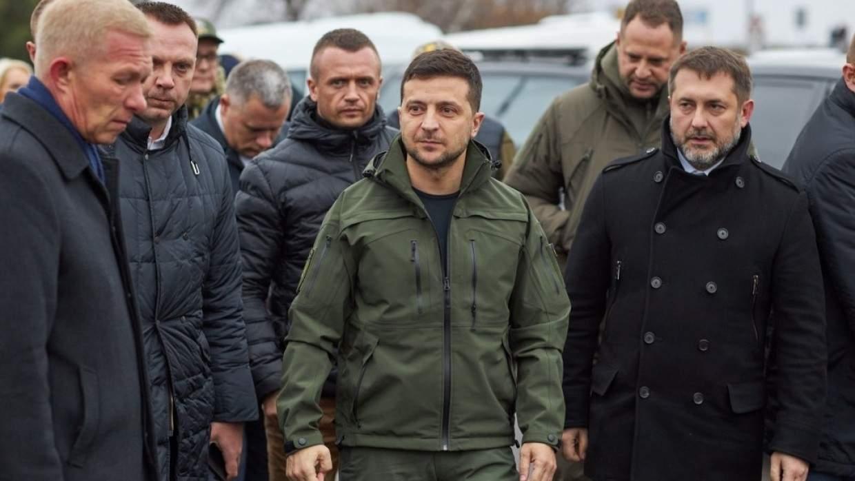 Зеленский прибыл на Донбасс с послами стран