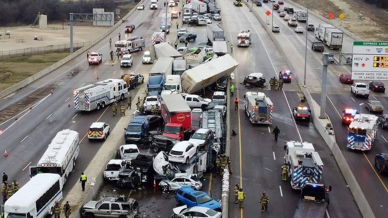 Масштабная авария в Техасе: 133 машины столкнулись на трассе из-за гололеда (ВИДЕО)