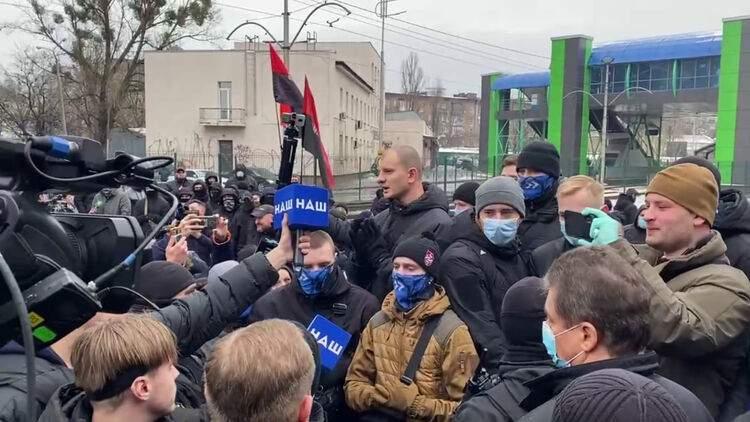 В сети появился ролик о нападении радикала на журналиста Сергея Шевчука (ВИДЕО)
