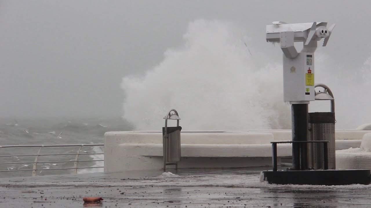 Пляжи Одессы захлестнул сильный шторм