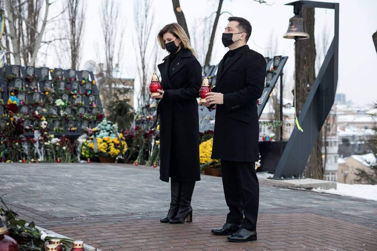 Украинцы сегодня чтят память героев Небесной Сотни