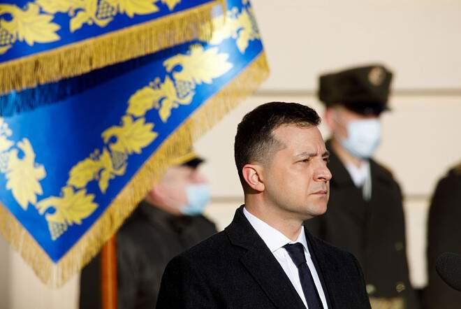 Более 57% украинцев высказались против выдвижения Зеленского на второй президентский срок - рейтинг