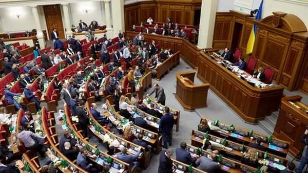 Верховная Рада приняла закон о госслужбе, поддержав правки Зеленского
