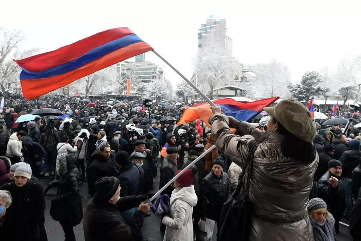 В Армении противники Пашиняна штурмом ворвались в правительство (ВИДЕО)